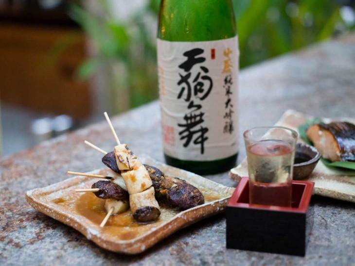sake with food